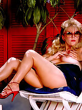 Suze Randall Pics: Maggie stuns us with her excellent retro boobs!