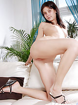 High.Heels Pics: Tight amateur Elizabeth getting naked and showing off her sexy asshole on the sofa