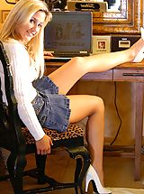 6 inch Heels, Lia 19 gets naughty at her desk