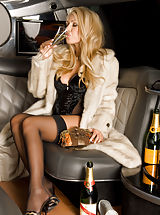Long Legs, Anette Dawn, Naked in Limo