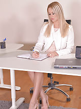 Naughty Secretary, Nikky Dream
