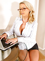 Naughty Office, Carolyn wants you to definitely unhook her nylons together with your teeth