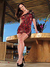 #871 Jada Stevens spreads her legs and exposes tasty snatch